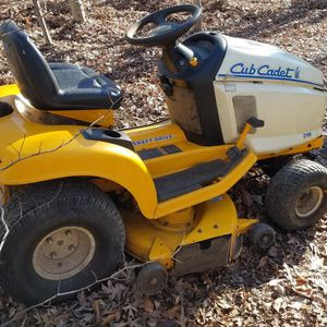 Cub Cadet 42-in Riding Mower, Bagger, Wagon for Sale in Manassas, VA