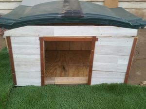 Lg. DOG HOUSE AND FAKE GRASS $59 for Sale in Glendale, AZ