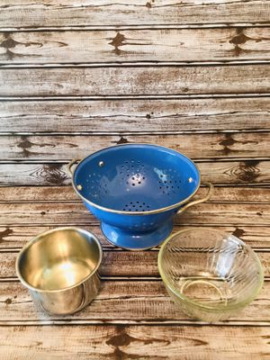 NEW COLANDER with 2 Small Bowls metal Pyrex for Sale in Longwood, FL