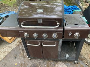 Gas Grille 4 burner for Sale in Lakewood Township, NJ