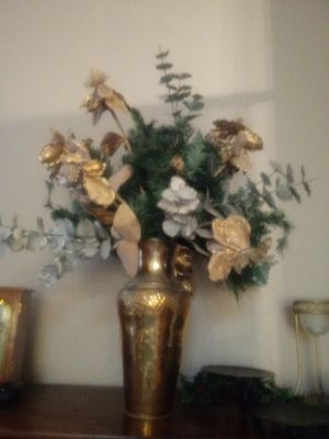 Beautiful Artifical Flowers in Lovely Gold Vase for Sale in Las Vegas, NV