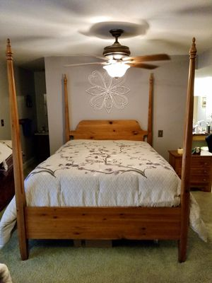 Solid Pine Bedroom Set for Sale in Raymore, MO