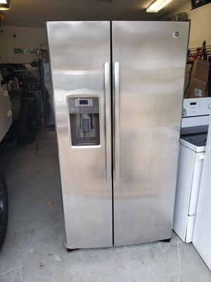 Ge side by side fridge stainless for Sale in Charlotte, NC