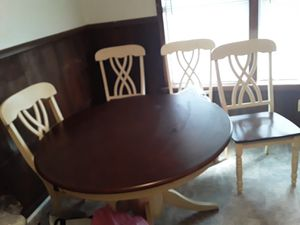 Dinette table & 4 chairs. Paid 600$ letting it go for$375 this weeknd for Sale in Broken Arrow, OK