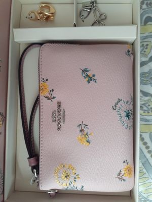 Coach wristlet with 2 keychains for Sale in Gilroy, CA