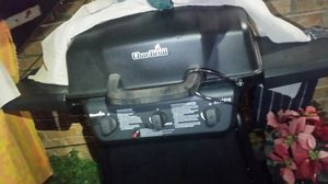 Charbroil grill almost brand new only used twice , with tank of propane for Sale in Killeen, TX