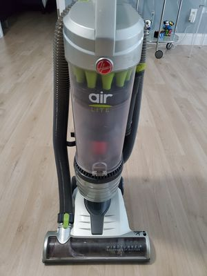 Hoover Air Lite Upright Vacuum for Sale in Fort Lauderdale, FL