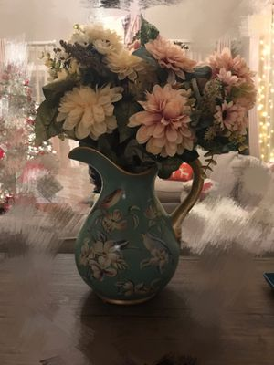 Aritificial flowers with vase for Sale in Woburn, MA