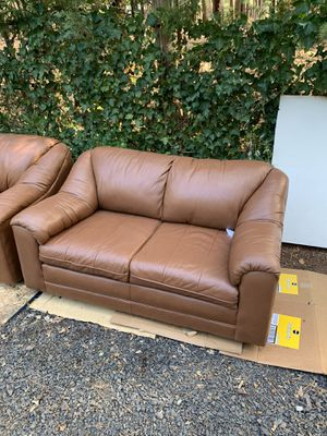 Like New Leather Factory Couch set for Sale in Magalia, CA