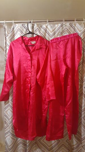Extra Large Vintage CALIFORNIA Dynasty Hot Pink 2 Piece Pajama Set. for Sale in Milwaukee, WI