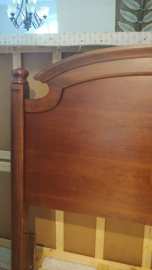 Free Queen Headboard for Sale in Ocoee, FL