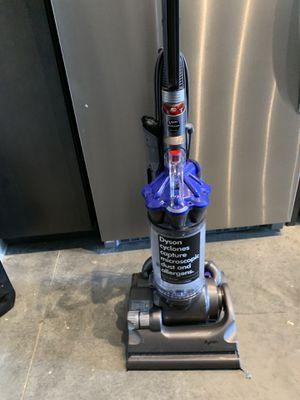 Dyson DC33 up right vacuum for Sale in Murfreesboro, TN