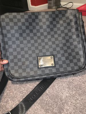 Louis Vuitton Messenger Carry bag for Sale in Randallstown, MD