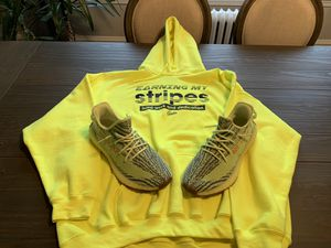 Hoodie & Semi frozen Yeezy 350 v2 for Sale in Chicago, IL