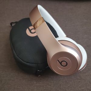 Beats Solo 3 Rose Gold LIKE NEW for Sale in Cypress, CA