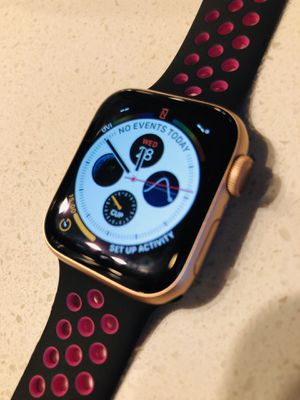 Apple Watch 40mm Series 4 GPS + Cellular for Sale in Houston, TX