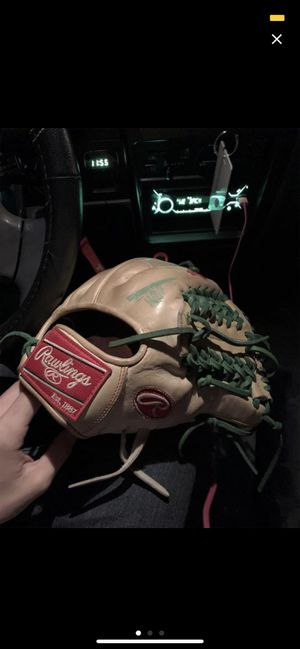 Rawlings heart of hide baseball glove . Barely used just broken in. for Sale in Oklahoma City, OK