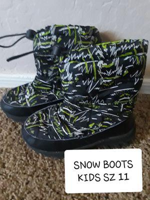 KIDS SNOW BOOTS SZ 11 for Sale in Surprise, AZ