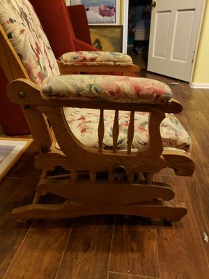 Very old antique 1960s rocking chair like new for Sale in Oklahoma City, OK