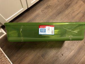 Rubbermaid storage container - 41 qt for Sale in Atlanta, GA