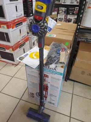 Dyson V8 Animal Cord-free Stick Vacuum in Nickel/Titanium for Sale in Detroit, MI