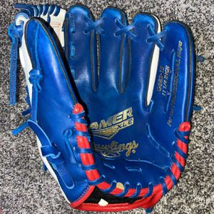 ONLY USED ONCE 235$ Baseball Glove for Sale in Taft, CA