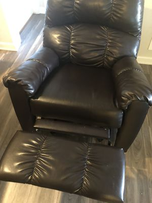 Dark brown recliner for Sale in Charlotte, NC