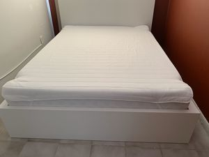 White Bed Frame & Queen Memory Foam Mattress for Sale in Miami Beach, FL