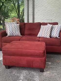 Red Sofa w/ Pull Out Bed for Sale in Hazlet,  NJ