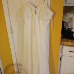 White Wedding Dress for Sale in Lawrenceville,  GA