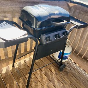 Outdoor LP 3 Burner gas BBQ Grill With Tank for Sale in Riverside, CA