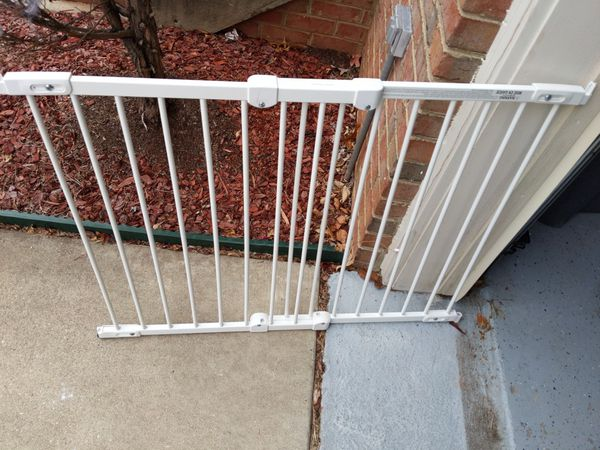 Adjustable gate for pet or baby