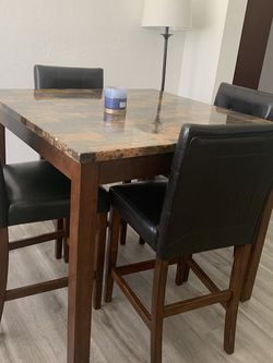 Table for Sale in St. Petersburg,  FL