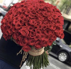 LUXE ROSES 🌹 for Sale in Bell, CA