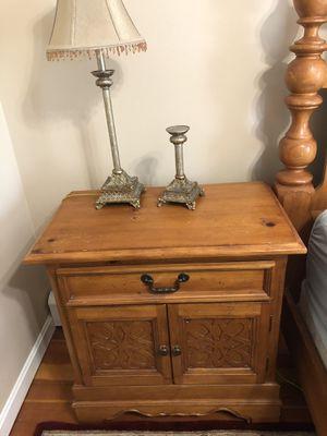 Five piece Queen oak wood bedroom set for Sale in Norwood, MA
