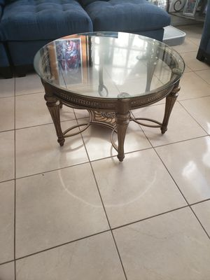 Beautiful round glass coffee table for Sale in Melbourne, FL