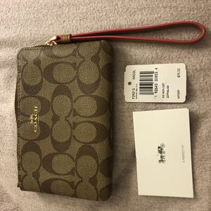 Coach wristlet/wallet for Sale in Queens, NY