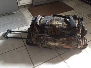 GANDER MOUNTAIN Rolling Camo Duffle Bag for Sale in Whitehall, OH