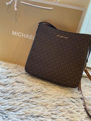 Michael Kors crossbody bag for Sale in HILLTOP MALL, CA