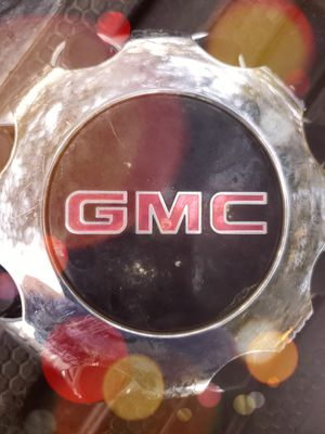 GMC Center 8-Lug Hubcap for Sale in Lakewood, WA
