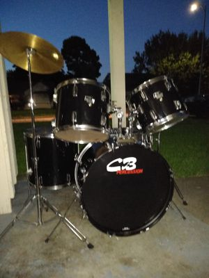 Drum set good condition with cymbals and hardware ready to play for Sale in Houston, TX