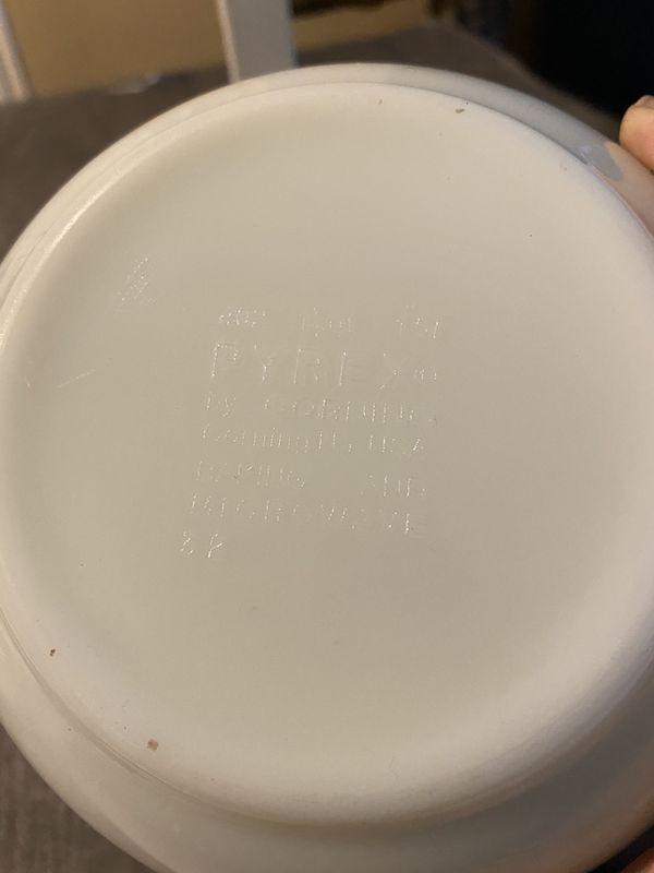 Pyrex white & green bowl 1 1/2 quart