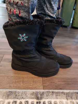 Kids snow boots size 3 for Sale in Concord, NC