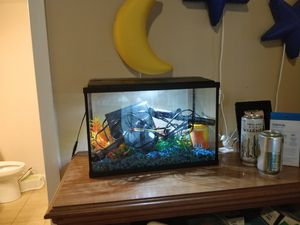 Fish tank 10 gallon with pump add everything you need for Sale in Atlanta, GA