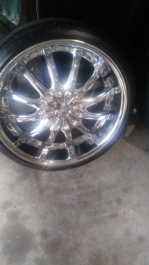 20 inch rims universal can off 2009 ford fusion 2 good tires other 2 need new tires other than that good wheels want 600 lowest i will take is 500 for Sale in Richmond, VA