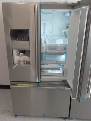 Frigidaire 4 doors stainless steel new scratch and dents good condition 6 months warranty for Sale in Mount Rainier, MD