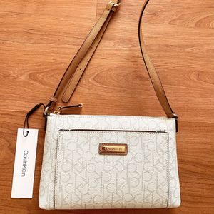 Authentic CALVIN KLEIN Small Crossbody/Shoulder Bag, Brand New with Tags, MSRP $118, CK purse for Sale in Surprise, AZ