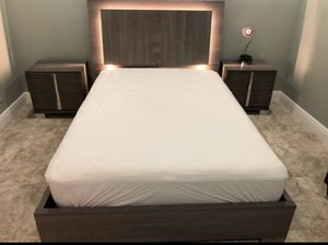 FULL Bed Set! Including frame, mattress, and 2 night stands for Sale in Lake Worth, FL