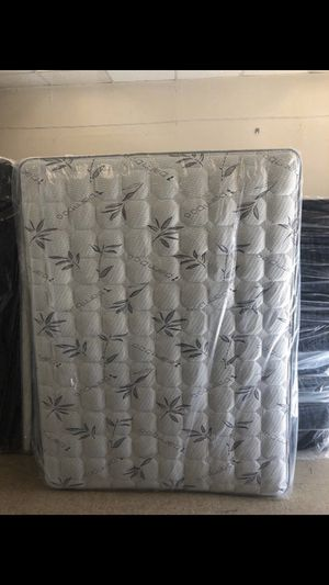 Queen mattress with box for Sale in Riverside, CA