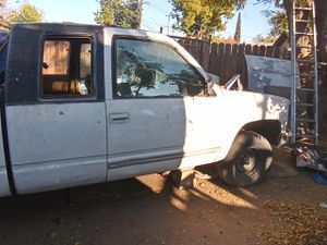 92 GMC Sierra Ext Cab 2WD 1500 for parts or fix up for Sale in Fresno, CA